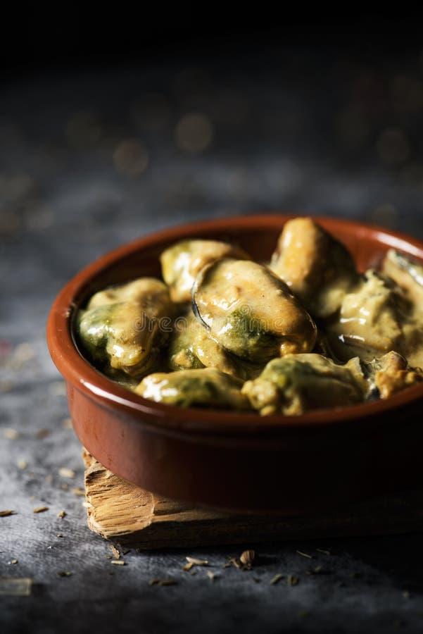 梅希约内斯Al咖喱,西班牙用咖喱粉烹调的淡菜 免版税库存照片
