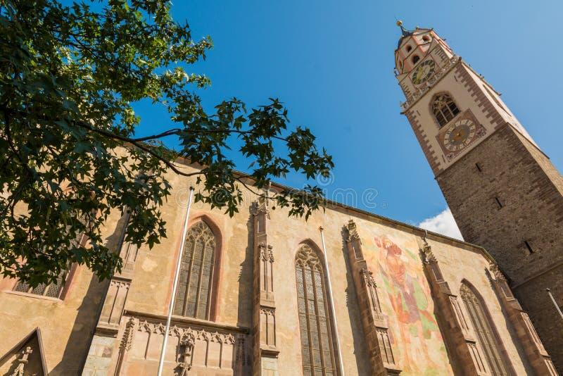 梅拉诺-圣尼古拉斯大教堂的钟楼的意大利/细节大教堂的钟楼在梅拉诺,波尔查诺,如此 库存图片