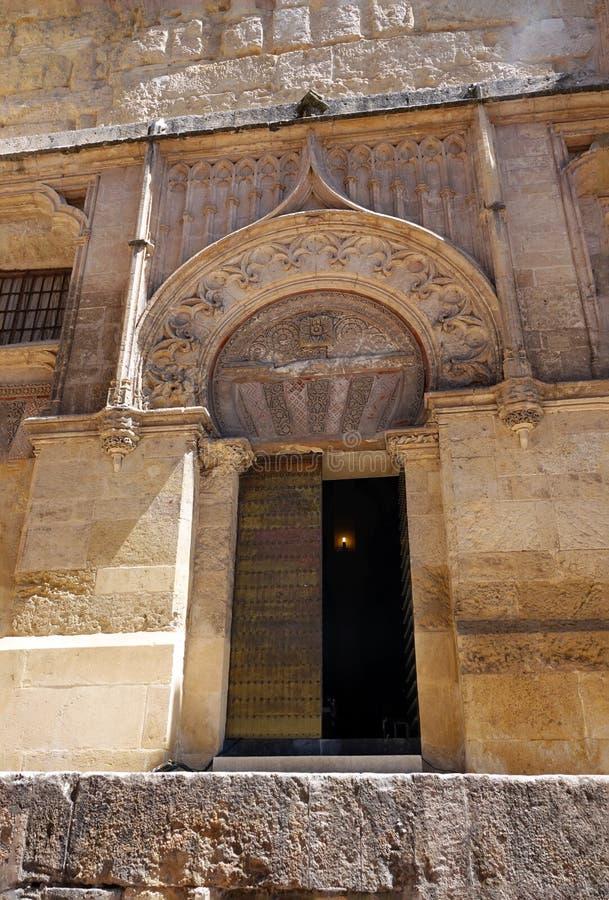 梅斯基塔大教堂de科多巴的门在西班牙 免版税库存照片