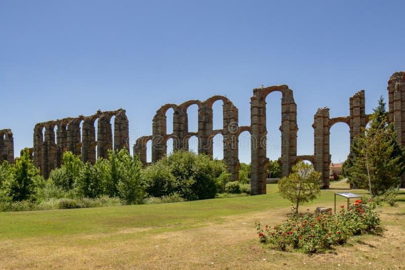 梅里达,西班牙举世闻名的罗马渡槽  免版税库存照片