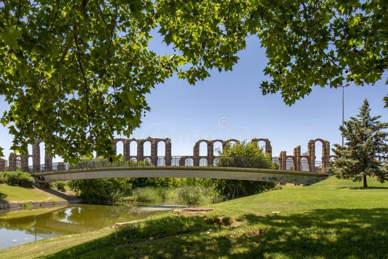 梅里达,西班牙举世闻名的罗马渡槽  免版税库存图片