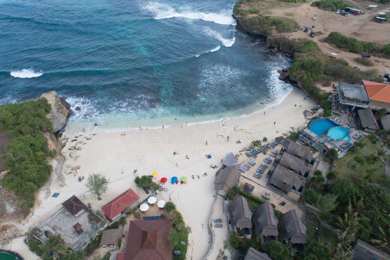 梦想海滩鸟瞰图在努沙Lembongan,巴厘岛 免版税库存图片