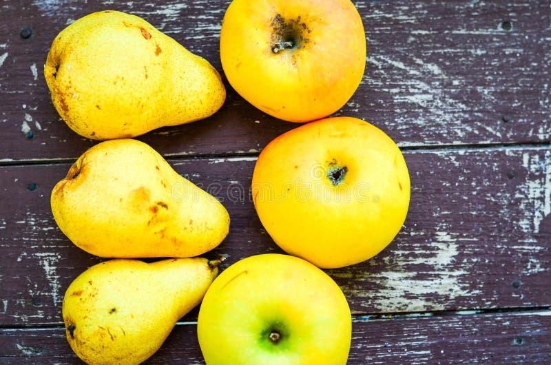 梨、苹果和葡萄 图库摄影