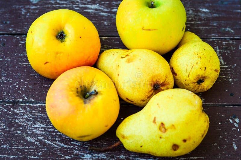 梨和苹果 库存照片