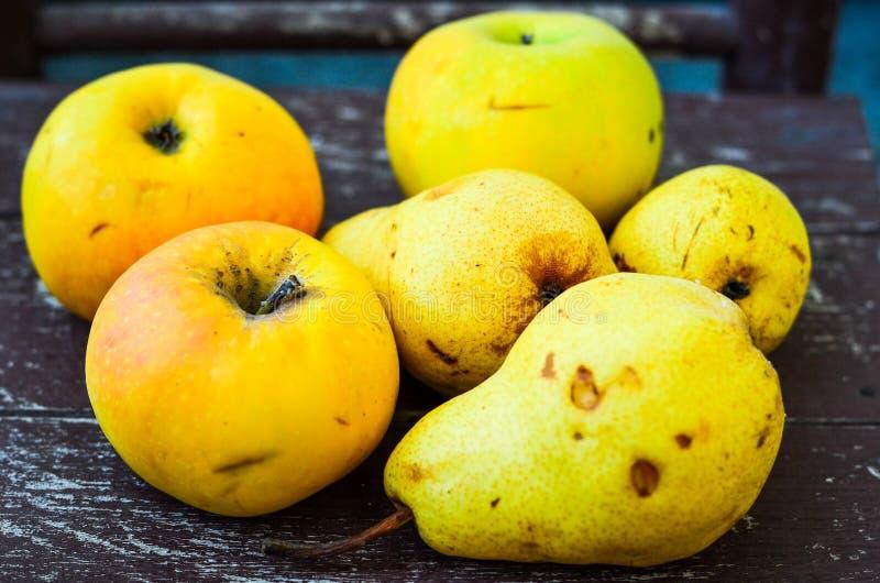 梨和苹果 免版税库存图片