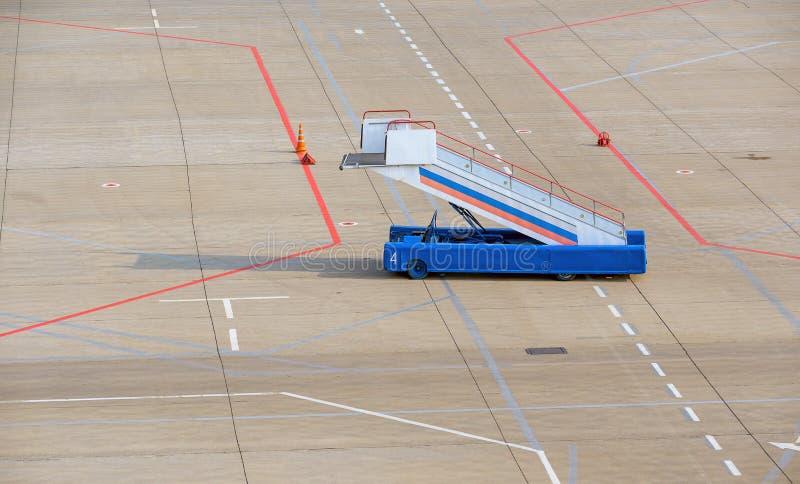 梯子单独机场设备机场延迟没人 库存照片