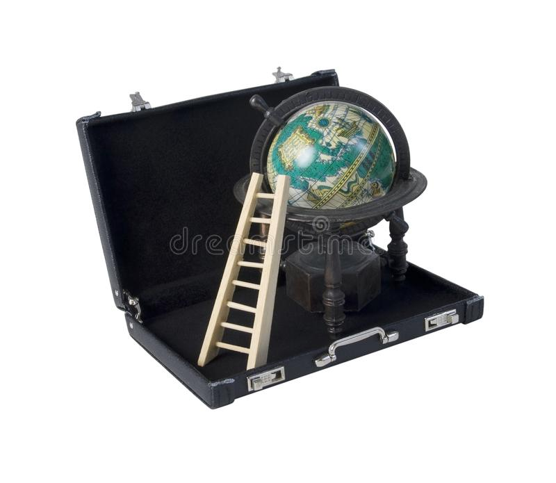 梯子和地球在公文包 免版税库存图片