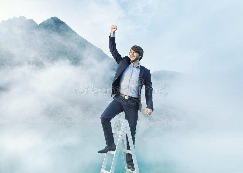 梯子的快乐的人 免版税图库摄影