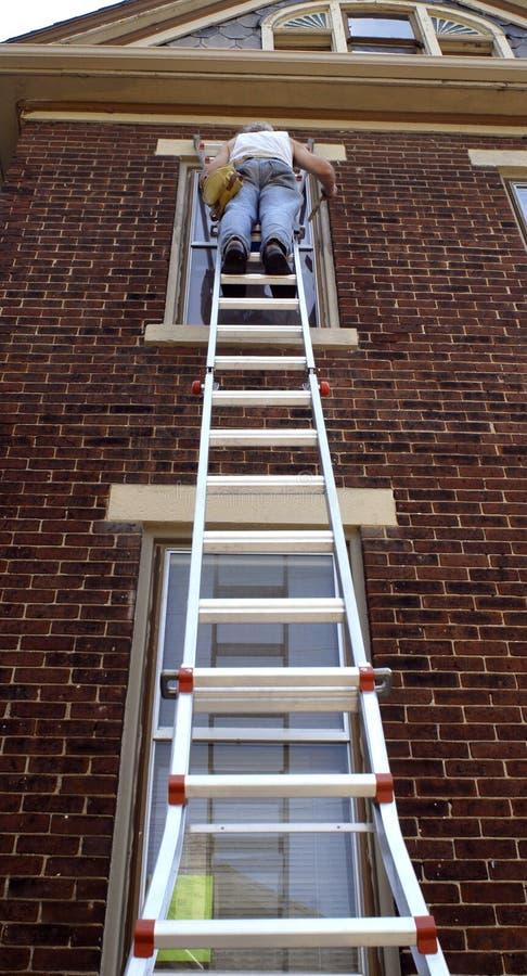 梯子陡峭的工作 免版税库存图片