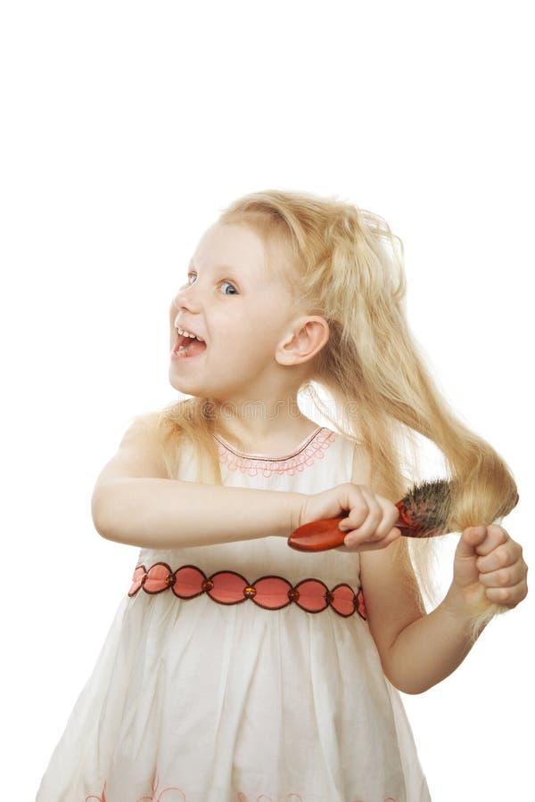 梳女孩头发她笑 库存照片