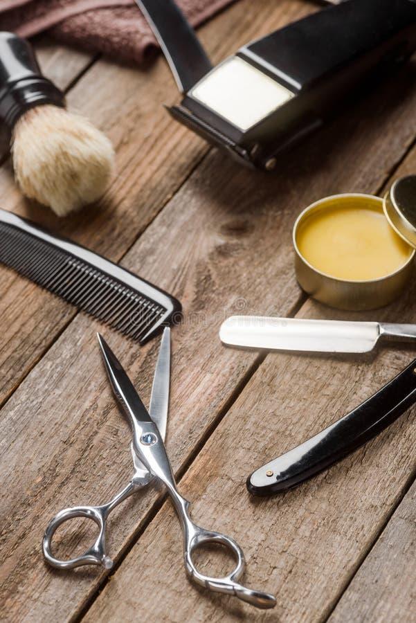 梳子、剪刀和毛巾 免版税图库摄影
