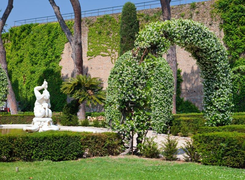 梵蒂冈庭院在一个晴天 免版税库存照片
