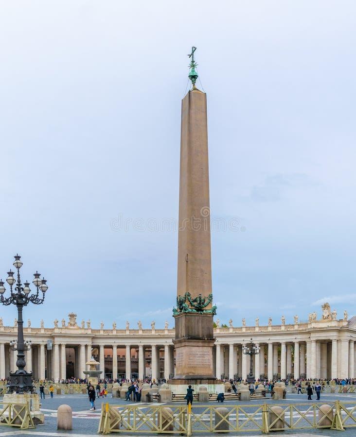 梵蒂冈方尖碑卡利古拉的方尖碑,埃及方尖碑在圣彼得的广场,梵蒂冈,罗马,意大利 免版税库存图片