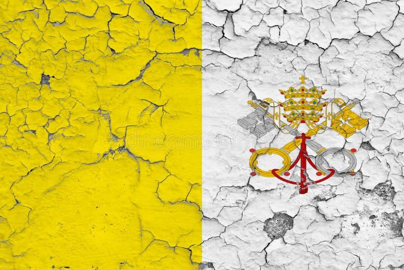 梵蒂冈旗子在破裂的肮脏的墙壁上绘了 葡萄酒样式表面上的全国样式 库存例证