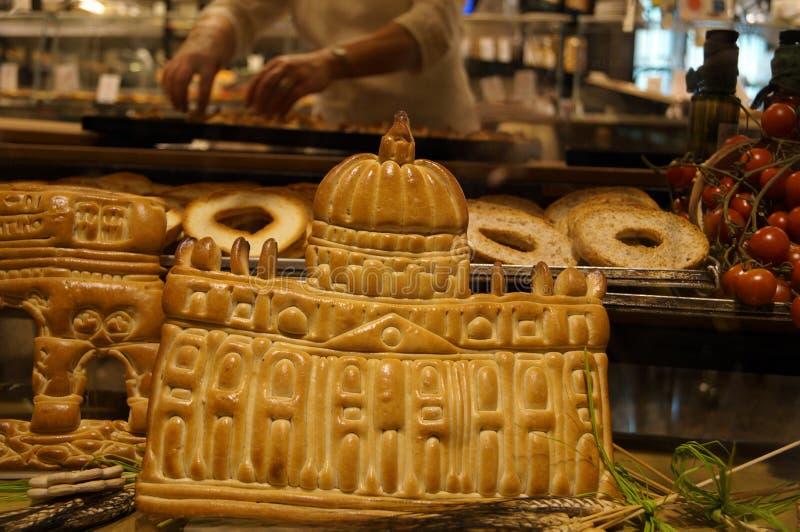 以梵蒂冈的形式面包店产品在面包店 免版税库存照片