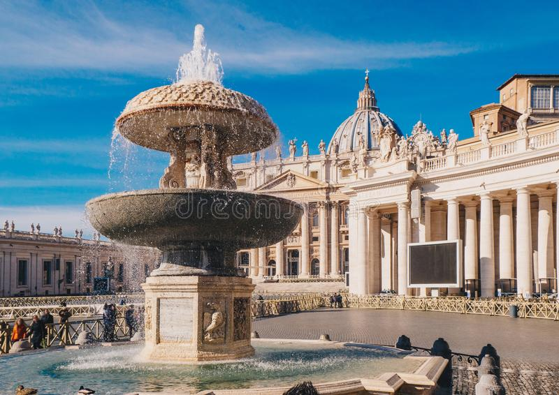 梵蒂冈,罗马,圣彼得大教堂在圣皮特圣徒・彼得` s正方形 免版税库存照片