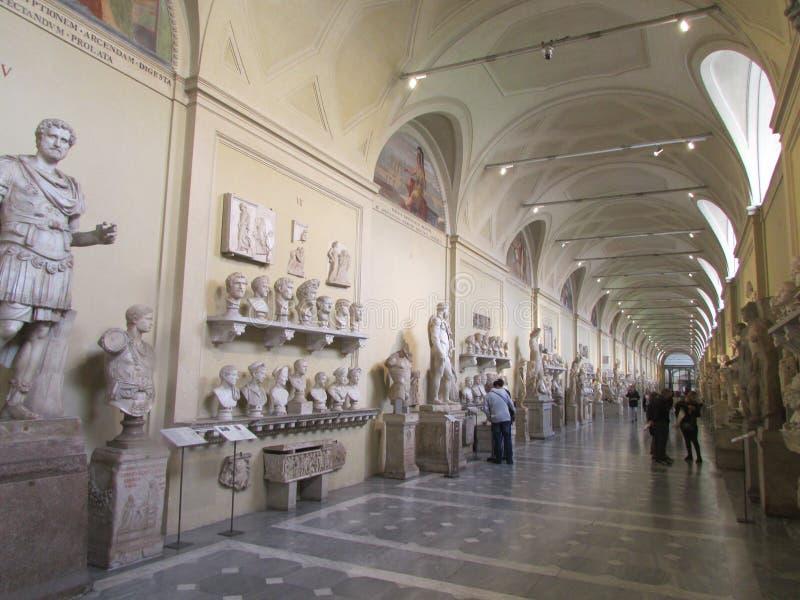梵蒂冈,罗马,意大利,参观博物馆展览的游人 库存照片
