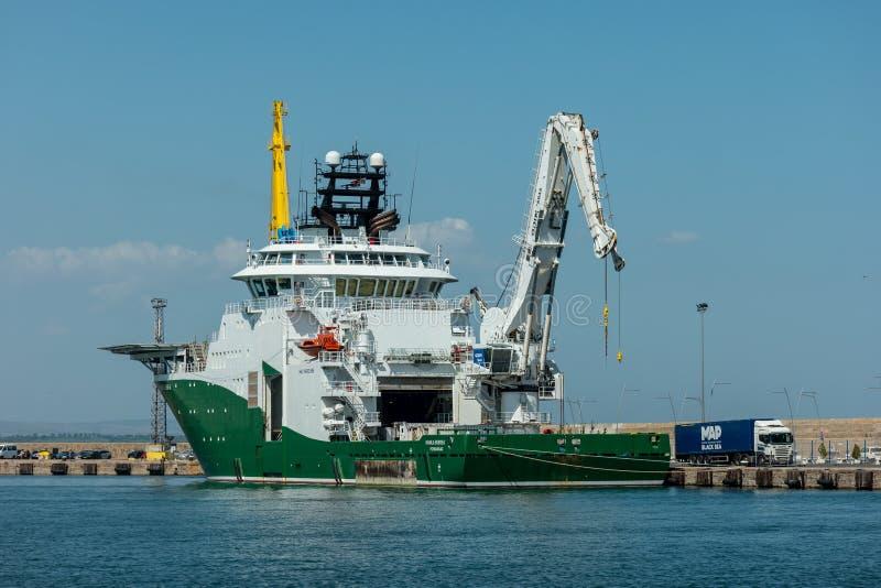 检查、维护和修理IMR船Havila海底的近海供应船 免版税库存照片