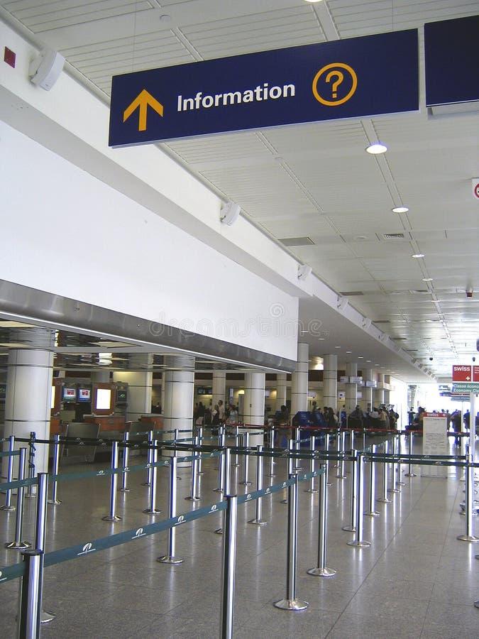 检查信息符号的机场行李 库存图片