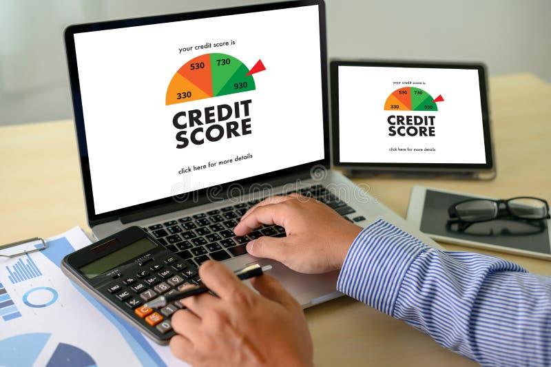 检查信用评分网上和财政付款规定值预算金额的信用评分商人 库存图片