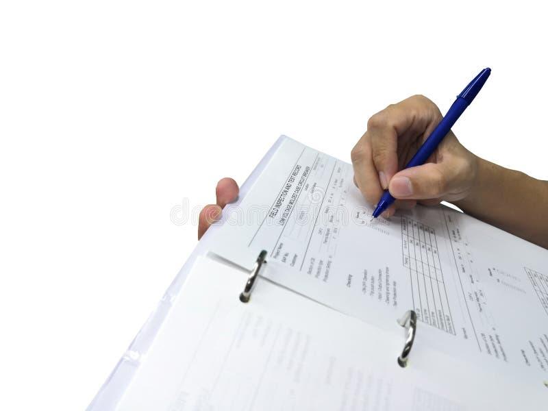 检查和检查资料表的工程师 免版税库存照片