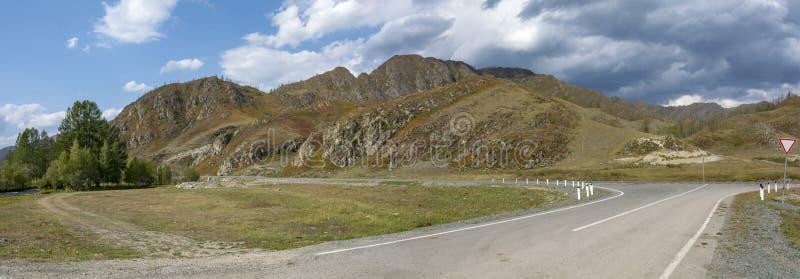检查在从ShiShikman村庄的Chuysky trakt  库存图片