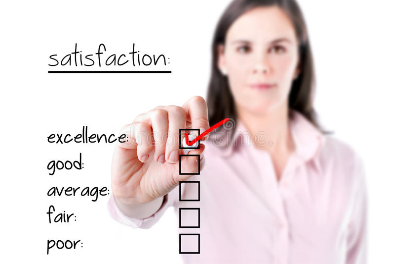 检查在用户满意调查形式的年轻女商人优秀。 免版税库存照片
