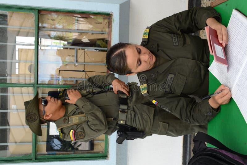 检查护照在机场在圣何塞del Guaviare,哥伦比亚 库存图片