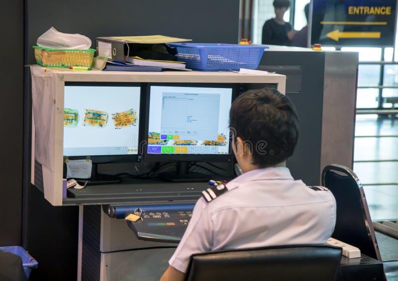 检查行李在机场 免版税库存照片