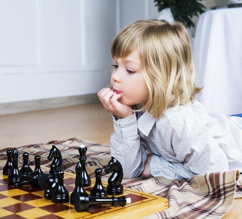 棋儿童使用 免版税图库摄影
