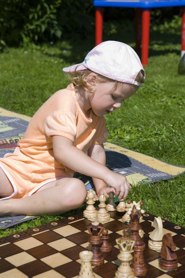 棋女孩使用 图库摄影