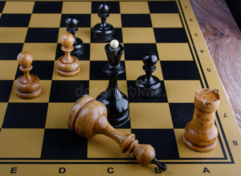 棋子在棋枰被安置 库存图片