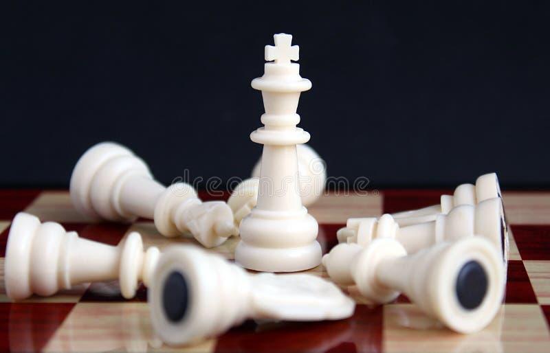 棋子是国王,并且休息在他们的脚 库存照片