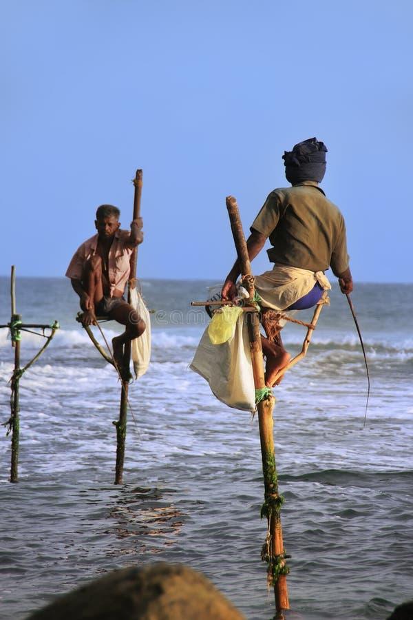 棍子渔夫在Unawatuna,斯里兰卡 免版税库存图片
