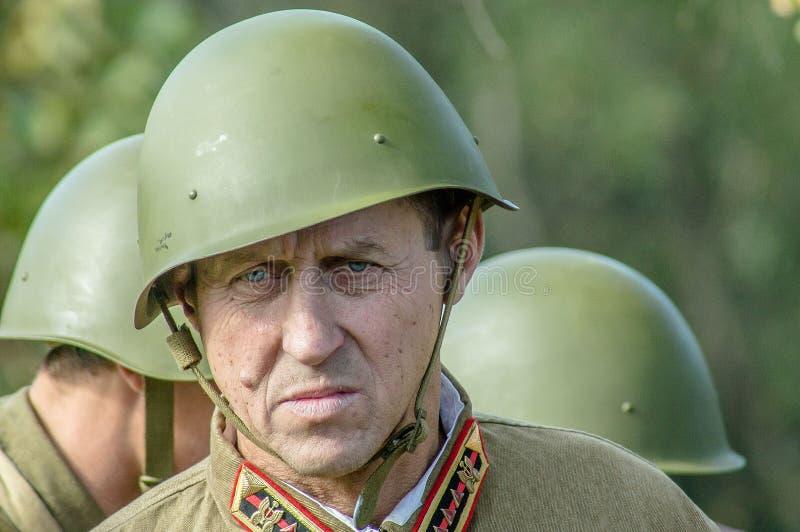 棍打扮演重建其中一次争斗世界大战2在俄罗斯的卡卢加州地区 免版税库存图片