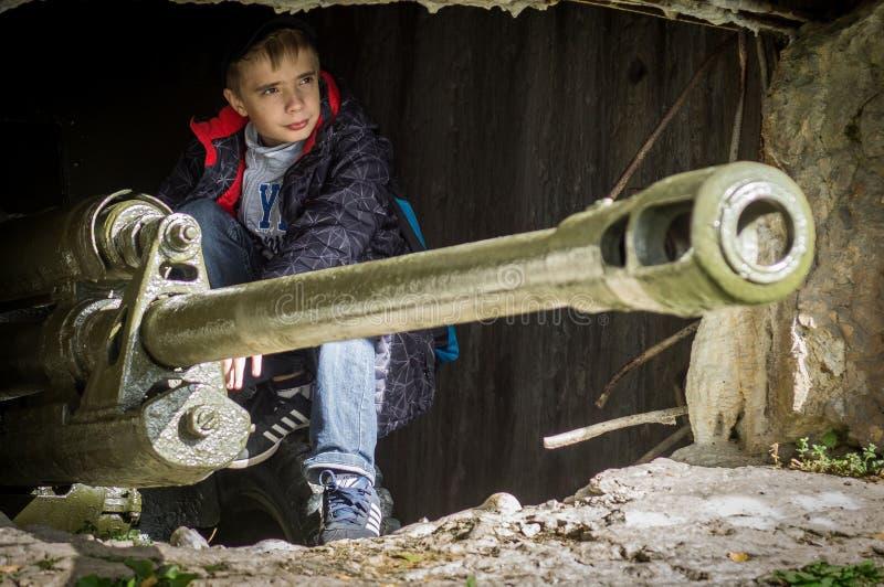 棍打扮演重建其中一次争斗世界大战2在俄罗斯的卡卢加州地区 免版税库存照片