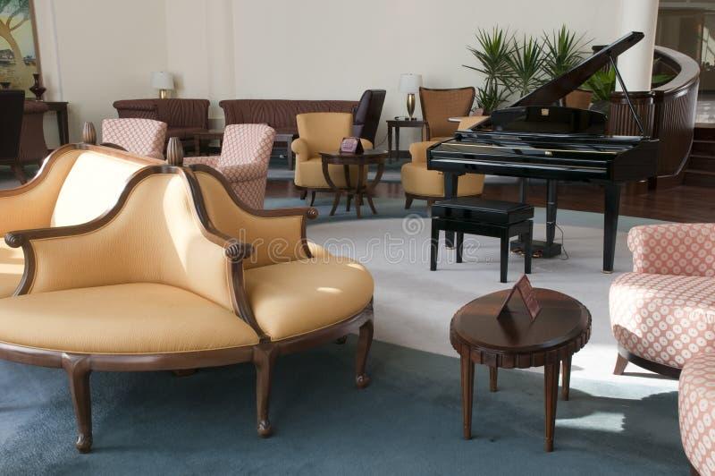 棒主持大厅钢琴 免版税库存照片