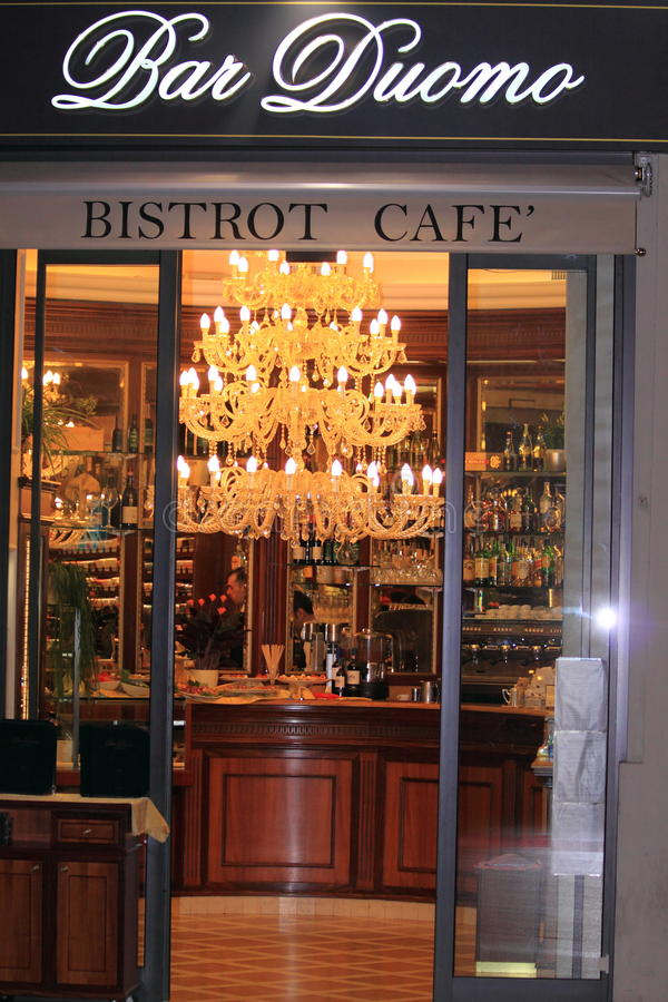 棒小餐馆咖啡馆中央寺院意大利 库存照片