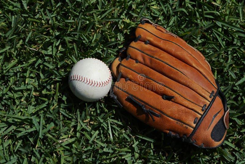 棒球和手套 免版税库存照片