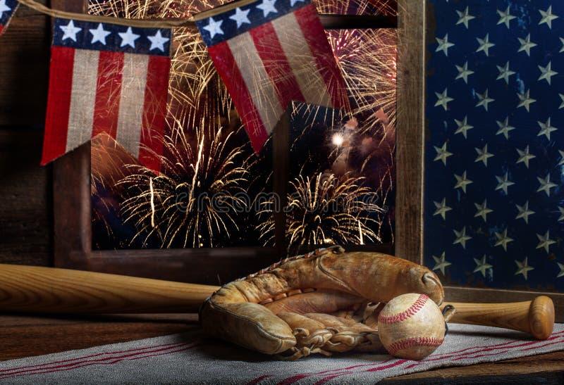 棒球和露指手套7月第4 库存照片