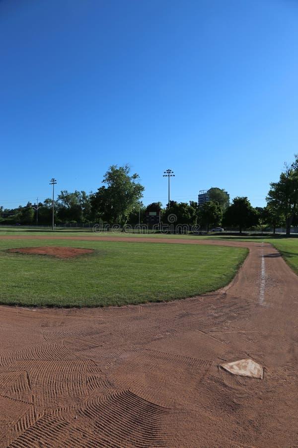 棒球场和蓝天 免版税库存图片