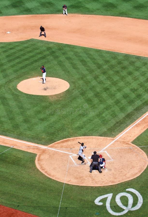 棒球投手和面团对峙 库存图片
