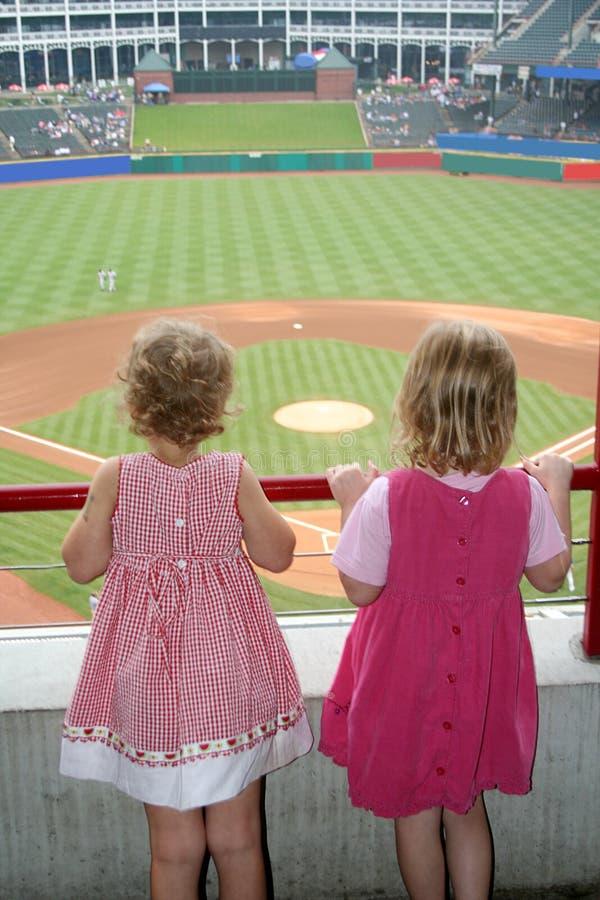 棒球比赛女孩注意 图库摄影