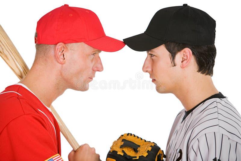 棒球:从反对的队立场眼睛的球员到眼睛 免版税库存图片