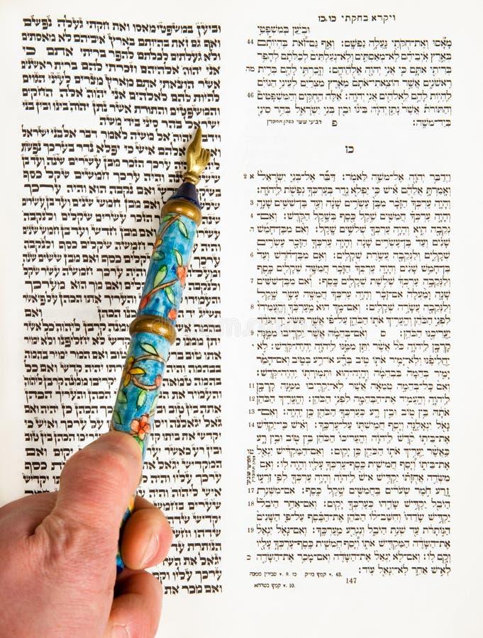 棒男孩mitzvah实践 库存图片