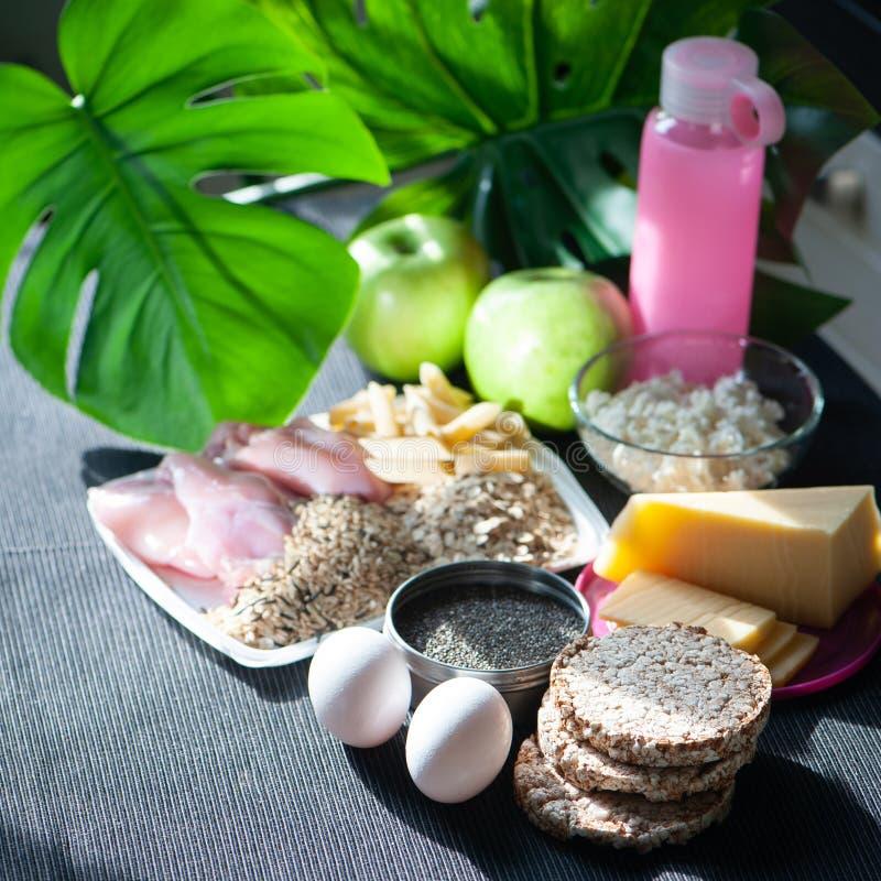 棒谷物节食健身 营养和体育题材  切细的身体 库存图片