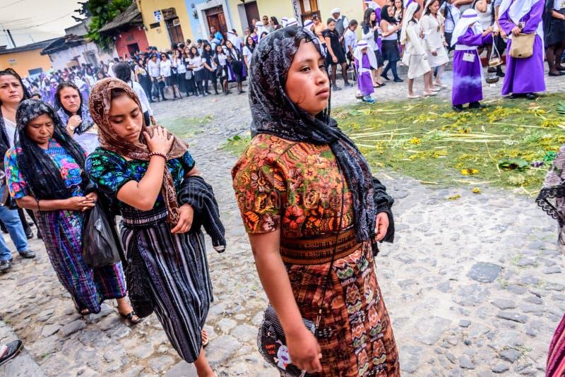 棕枝全日队伍的,安提瓜岛,危地马拉妇女 库存照片