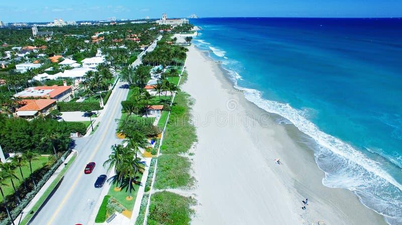 棕榈滩海岸线,佛罗里达鸟瞰图  库存照片