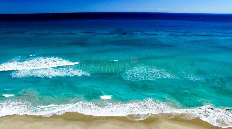 棕榈滩海岸线,佛罗里达鸟瞰图  免版税库存照片