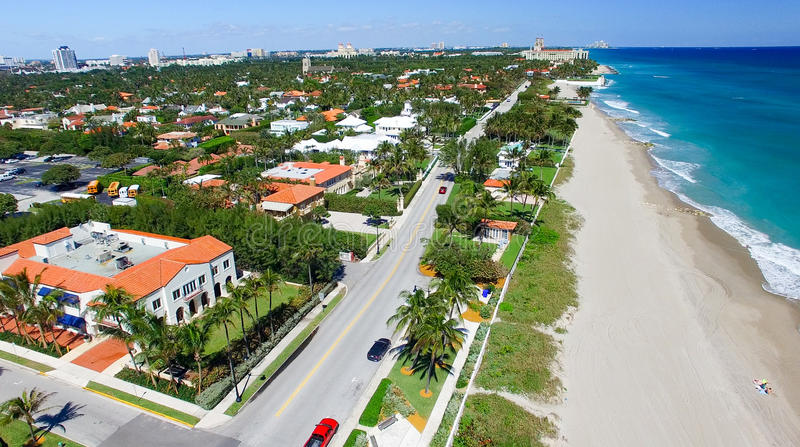 棕榈滩,佛罗里达 海岸线惊人的鸟瞰图  免版税库存图片
